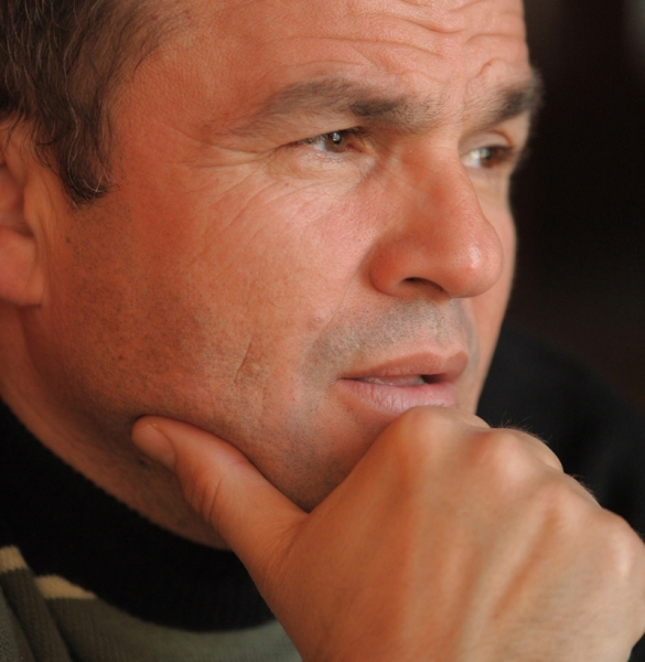 http://www.uniuneascriitorilor-filialacluj.ro/Poze/carti/1-virgil-dumitrescu-un-poet-de-raftul-intai.jpg
