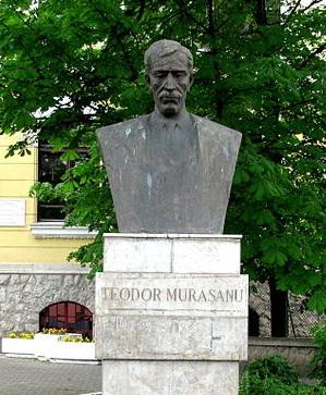 http://www.uniuneascriitorilor-filialacluj.ro/Poze/carti/murasanuBust-IMG_6915.jpg