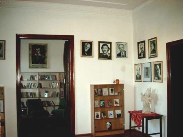 Sediul filialei memorial 1 _ http://www.uniuneascriitorilor-filialacluj.ro/Poze/carti/Bild6509.jpg