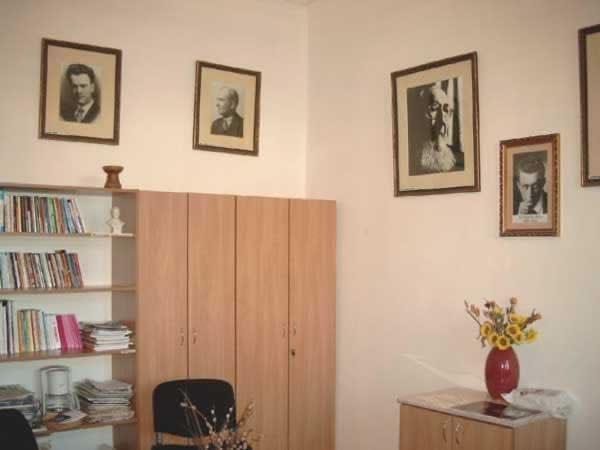 Sediul filialei 4 _ http://www.uniuneascriitorilor-filialacluj.ro/Poze/carti/Bild6521.jpg