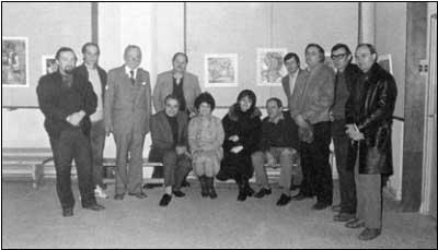 radu, ghitulescu, savu, cublesan, rau, petras, bour, popescu, uricaru, poanta brad t _ http://www.uniuneascriitorilor-filialacluj.ro/Poze/carti/La_un_vernisaj_1986_g.jpg